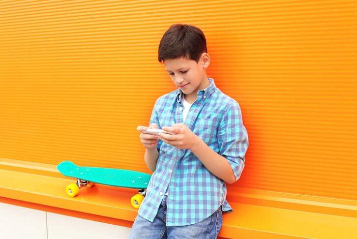 Çocuğa akıllı telefon kaç yaşında alınmalı