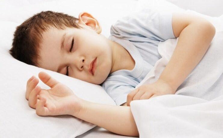 Çocukların uyku düzeni anneden etkileniyor!