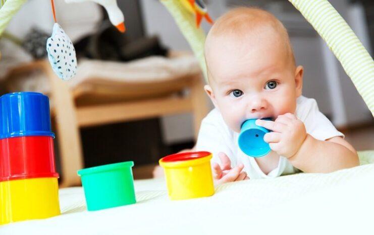 6 aylık bebek gelişimi nasıldır?